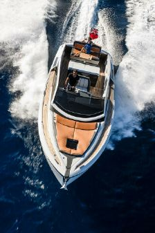 Fairline F//Line 33 Outboard image