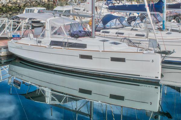 Beneteau Oceanis 35 - main image