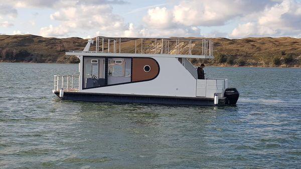 Custom Houseboat Apollo 100