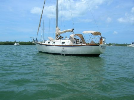 Cheoy Lee 32 Offshore image