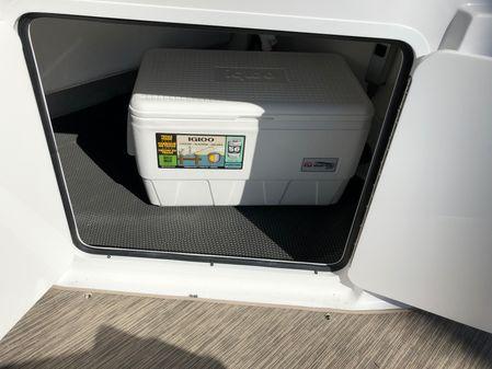 Four Winns 255 Vista Outboard image