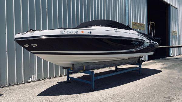 Rinker 246 Captiva Deckboat Bowrider
