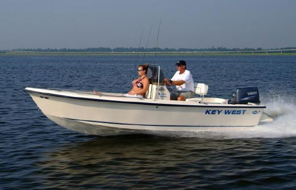 2020 Key West 1720 Center Console