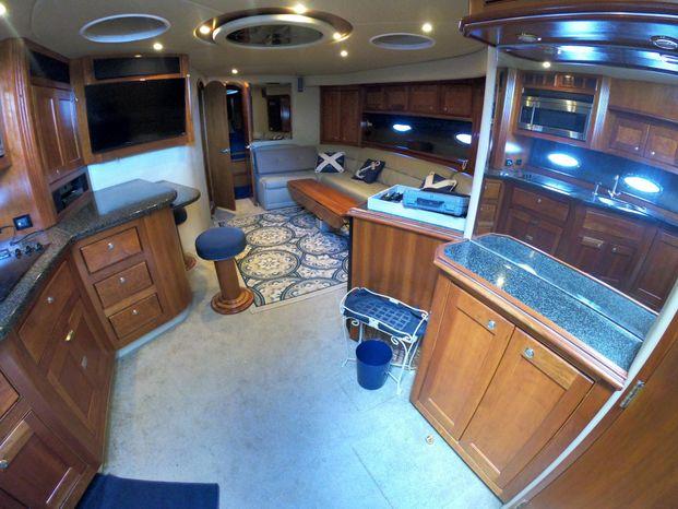 2005 Cruisers Yachts Brokerage Buy