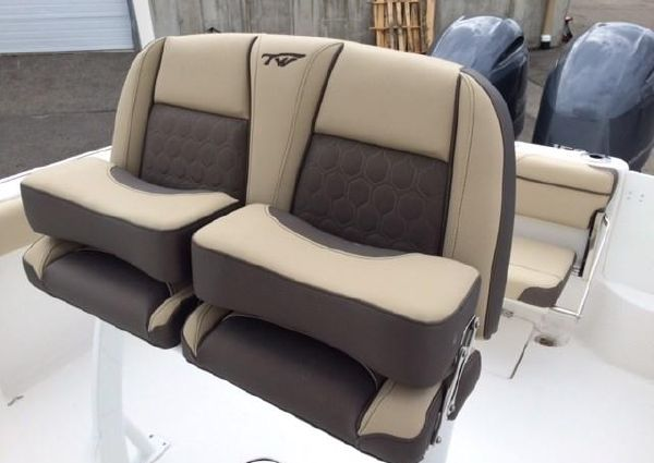 Tidewater 252 Center Console image