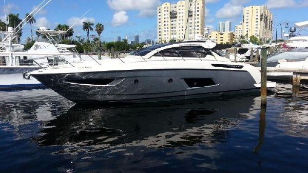 Azimut Atlantis 48 Side view