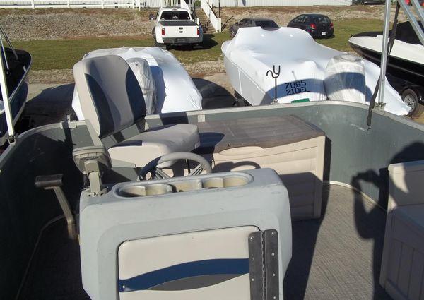 Sun Tracker Bass Buggy 20 image