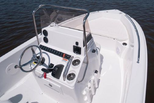 Sea Hunt Triton 188 image
