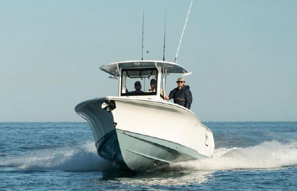 2020 Sea Hunt Gamefish 30 with Coffin Box