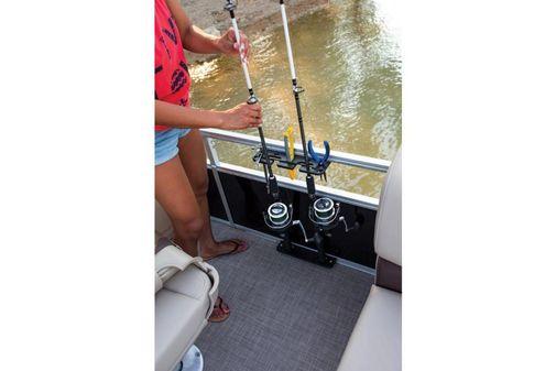 Sun Tracker Fishin' Barge 24 XP3 image