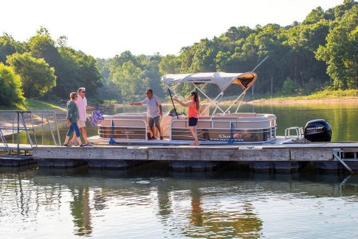 Sun Tracker Party Barge 22 DLX image