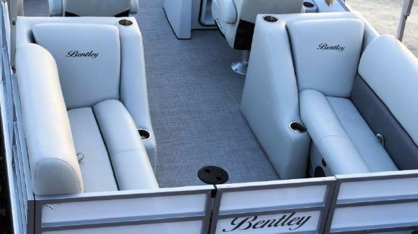 Bentley Pontoons 223 Rear Lounger