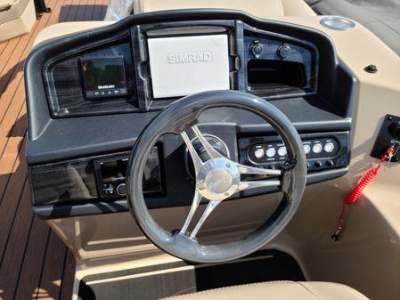Bentley Pontoons 253 ELITE SWINGBACK image