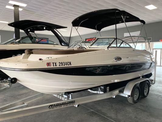 Bayliner 215 Deck Boat - main image