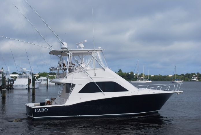 2010 Cabo Yachts 40 Convertible Seakeeper