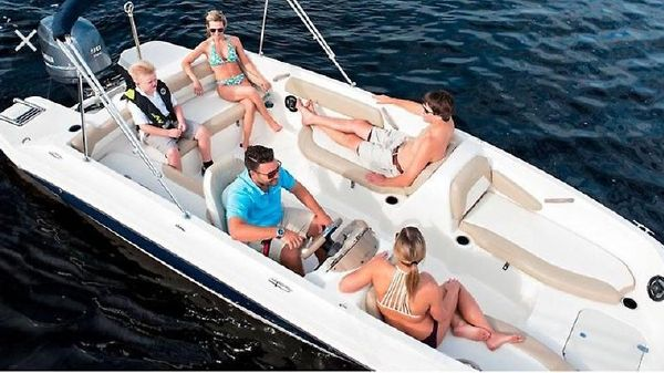 Stingray 182SC F-n-C Deck Boat Stingray 182SC-f-n-c  2017 closeout-3.jpg