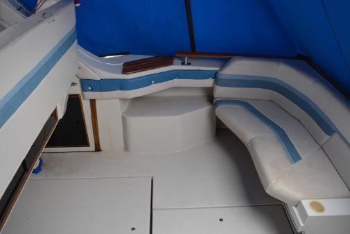 Cruisers Yachts 3370 Esprit image