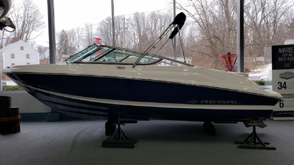 Regal 2000ES Bowrider