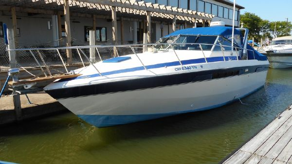 Chris-Craft 336 Commander