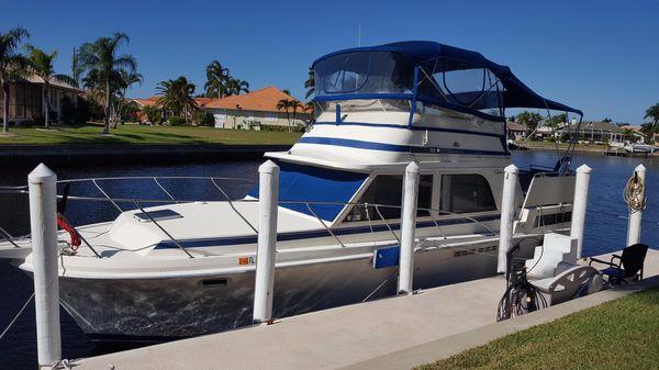 Chris-Craft 362 Catalina Very Roomy Cruiser