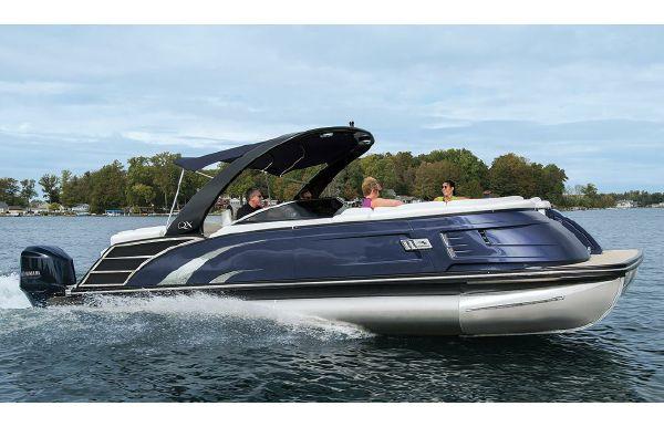 2019 Bennington QX 27 Wide-Beam Fastback