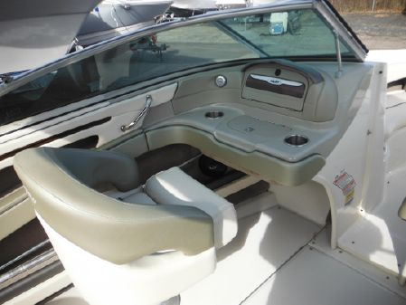 Sea Ray 200 Select image