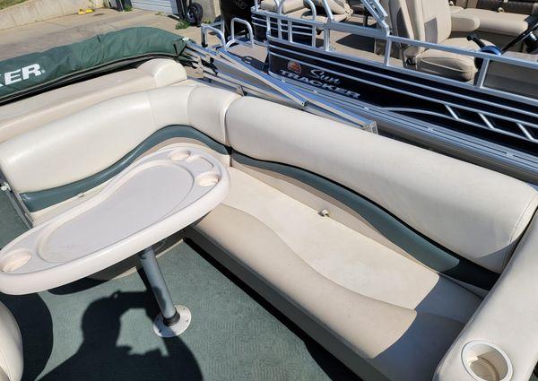 Sun Tracker Fishin Barge 21 image