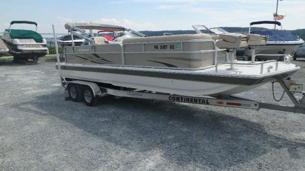 GODFREY MARINE Hurricane Fun Deck 226