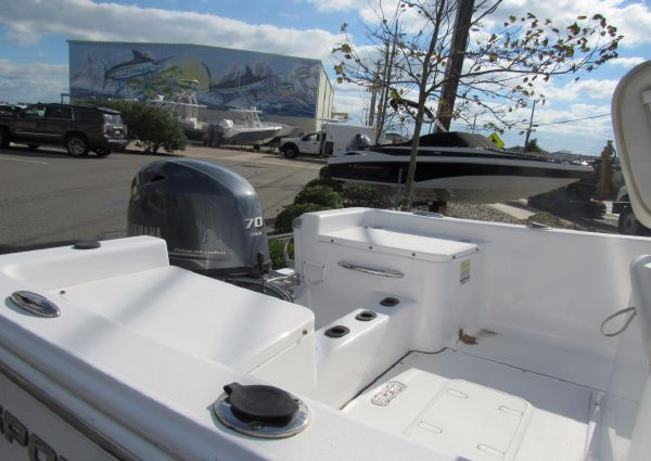 Sportsman Island Reef 17 Center Console image
