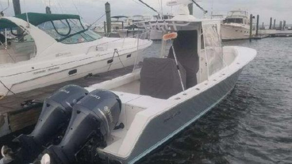 Regulator 32 Center Console 32 Regulator 2005 w/Yamaha 300hp 4 strokes 40 hours