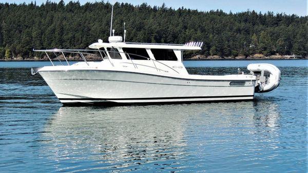 Ocean Sport Roamer 33' Profile