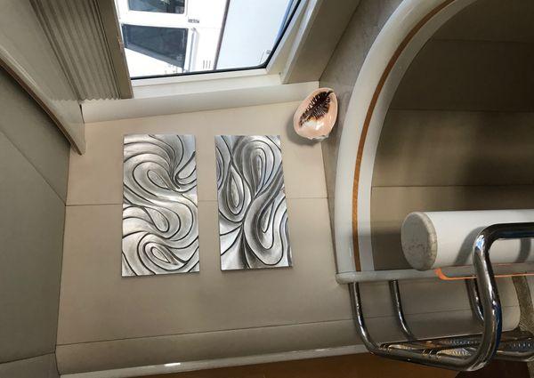 Lazzara Yachts Skylounge image