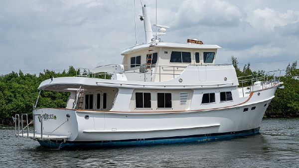 Kadey-Krogen 55 Expedition Pilothouse