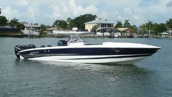 Motion Marine 42 SF Center Console