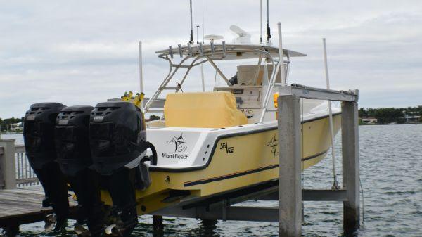 SeaVee 340 B Cuddy Cabin