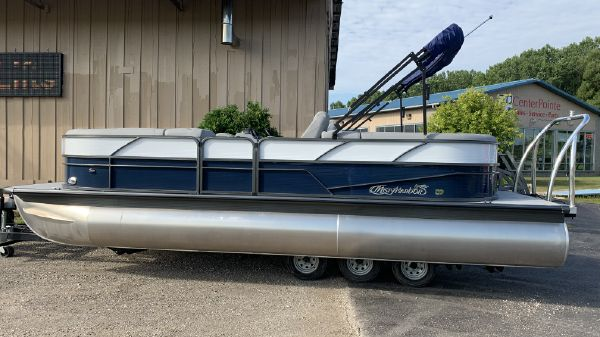Misty Harbor BB-2285CU Tri-Toon
