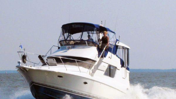 Silverton 352 Motor Yacht Silverton 352 - Running