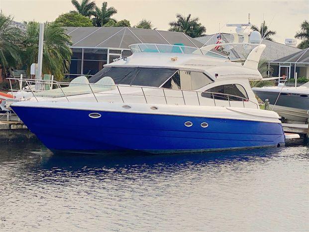 2001 Cruisers Yachts