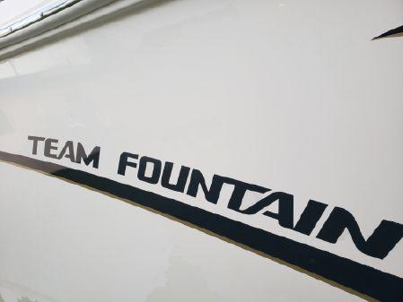 Fountain 38 Center Console image