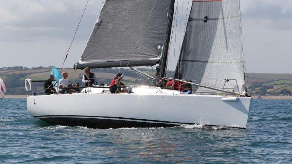 J Boats J 122