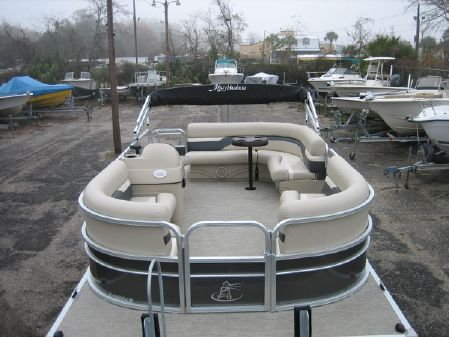 Misty Harbor 1680CR image