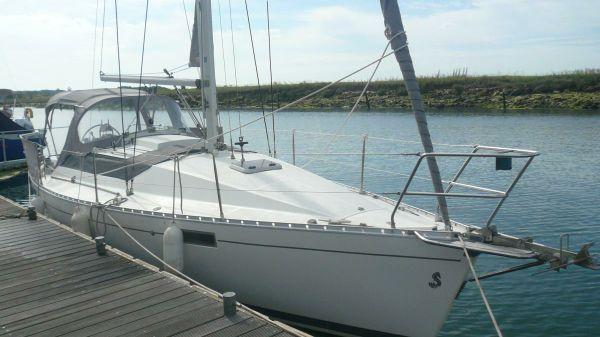 Beneteau Oceanis 320 Afloat