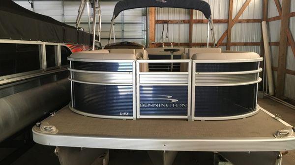 Bennington 23SS-BXP-Tri-toon