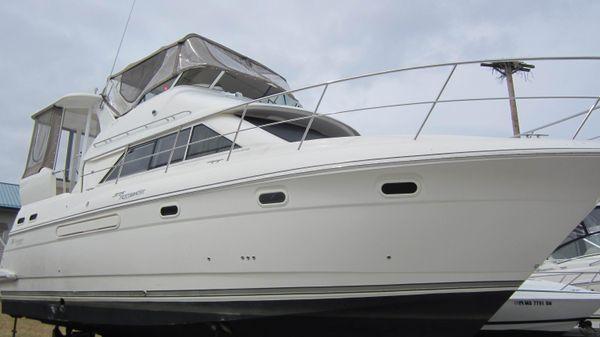 Cruisers Yachts 375 Motor Yacht