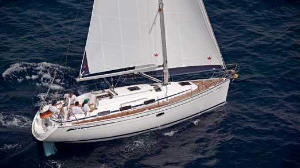 Bavaria Cruiser 33 Manufacturer Provided Image: Side View