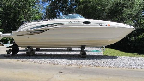 Sea Ray Sundeck 240 Profile