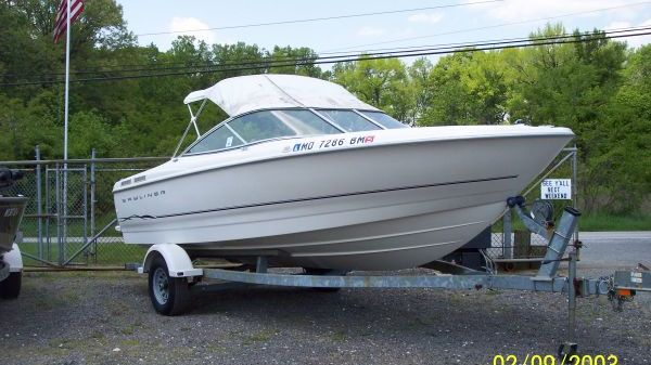 Bayliner 2150 Bowrider Capri Classic w/Trailer Photo 1