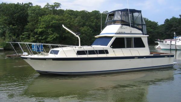 Burns Craft 3940 Flybridge Sedan Photo 1