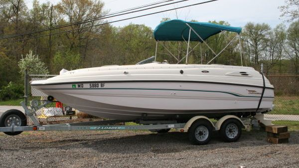 Chaparral 210 Sunesta Deckboat w/Trailer Photo 1