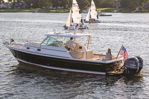Hunt Yachts Surfhunter 32 image